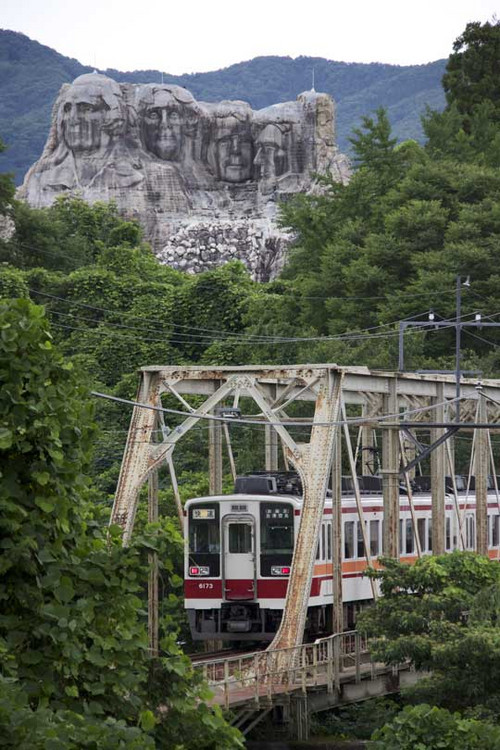 Mount_rushmore_in_japan